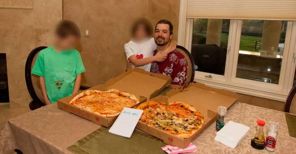 لازلو هانیچ با بیت کوین پیتزا خرید